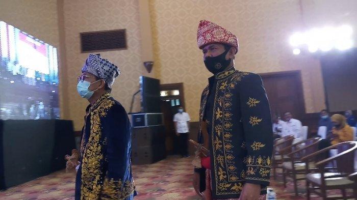 Calon wakil gubernur Jambi, Syafril Nursal mendampingi Fachrori Umar saat pengukuhan tim pemenangan, Senin (14/9/2020).