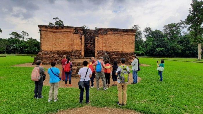 Wisata Jambi Lewat Fake Picnic Asyik dan Kekinian di Komplek Candi Muarojambi
