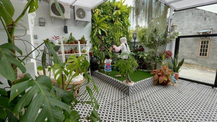 Carport & Kebun Mini di Lahan 4x9 M, Siasati Lahan Sempit dengan Konsep Industrial & Vertical Garden