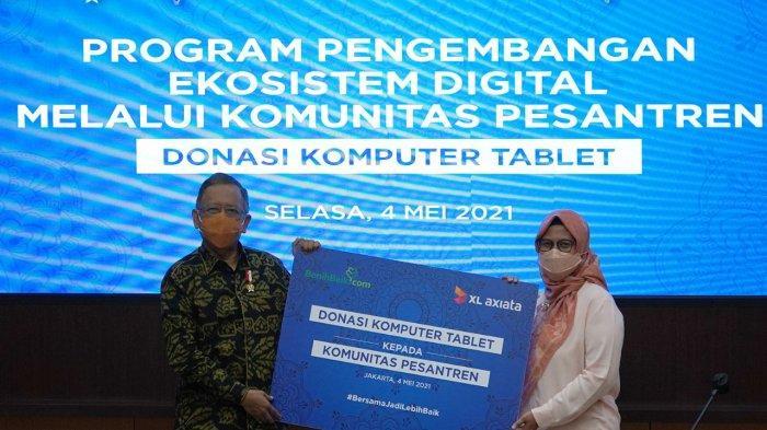 Kembangkan Desa Digital XL Axiata Donasikan 100 Laptop ke Belasan Pesantren