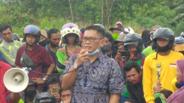 Di Hadapan Massa Demo SPI, Kuasa Hukum Junawal Ungkap Pihaknya Terima Vonis 4,6 Tahun