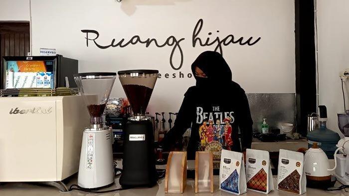 Coffee Shop Ruang Hijau Sering Disangka Kebun Binatang