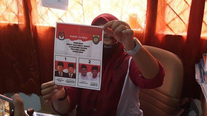 Contoh surat suara. Komisi Pemilihan Umum (KPU) Kabupaten Bungo kekurangan ratusan surat suara akibat rusak dan kekurangan pengiriman.