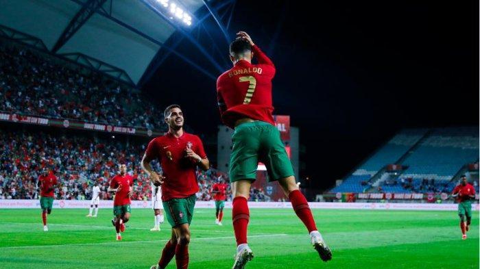 Cristiano Ronaldo melakukan selebrasi usai mencetak gol ke gawang Qatar dalam laga persahabatan