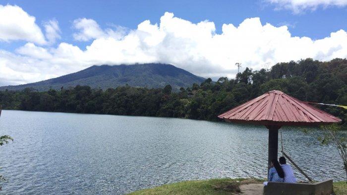 Danau Pauh di kaki Gunung Masurai