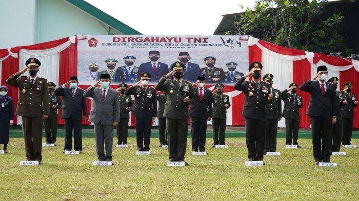 Danrem 042/Gapu Bersama Forkopimda Ikuti Upacara HUT ke-76 TNI Secara Virtual dari Istana Negara
