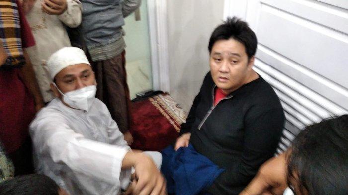 Aksi Pria di Kota Jambi Buat Geger, Pakai Cadar Hitam Ikut Shaf Jamaah Wanita Saat Salat Maghrib