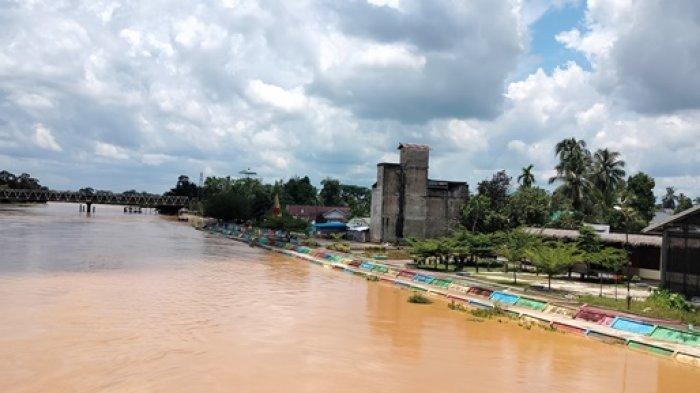 Debit Air Batang Tembesi Naik Satu Meter, Warga Diminta Waspada