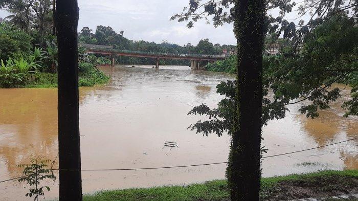 Hujan Deras Guyur Daerah di Jambi, Debit Air di Sungai Batang Merangin Meningkat