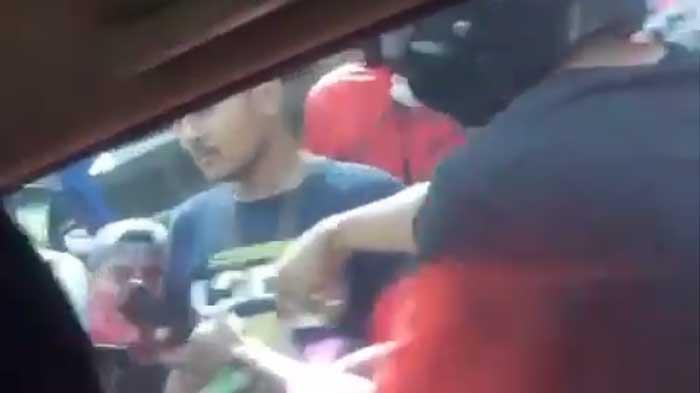 Debt Collector yang Menghadang TNI Kini Tak Berkutik saat Digiring ke Markas Polisi, 1 Pelaku Buron