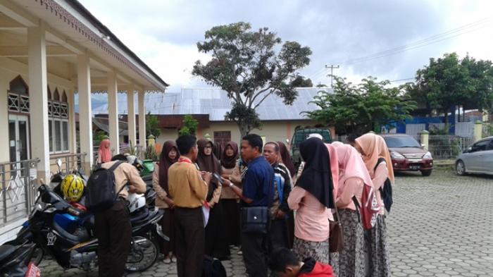 Siswa SMKN 1 Sungaipenuh Unjuk Rasa ke Kantor DPRD