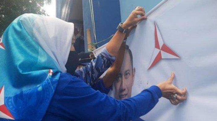 Setia ke AHY, Kader Partai Demokrat Beri Cap Jempol Darah, Tolak Akui Moeldoko Sebagai Ketua Umum
