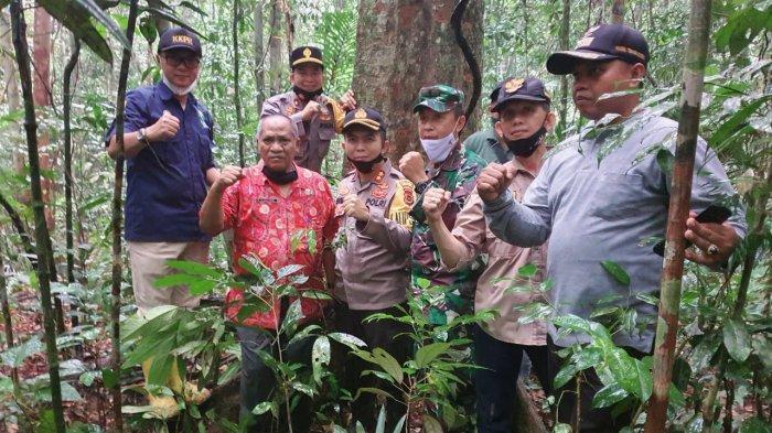 Pihak Desa Temenggung launching hutan dan tanam pohon di hutan adat bersama Forkompinda