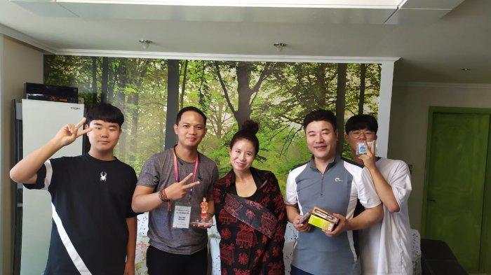 Terpilih Jadi Perwakilan Pertukaran Pelajar, Dhea Rizki Kurniawan Bagi Batik Hingga Menari di Korea