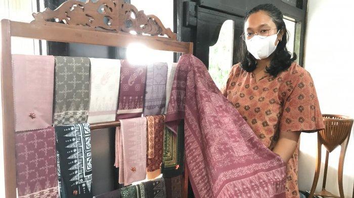 Rumah Batik Jambi Azmiah Gandeng Midaa Scfraf, Ciptakan Hijab Motif Batik Cantik Nan Elegan