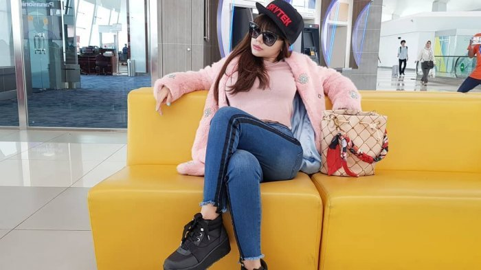 Dinar Candy si Fans Perancis yang Buat Pesepeda Nyungsep & Bikin Hal 'Kelewatan' di Kamar Mandi