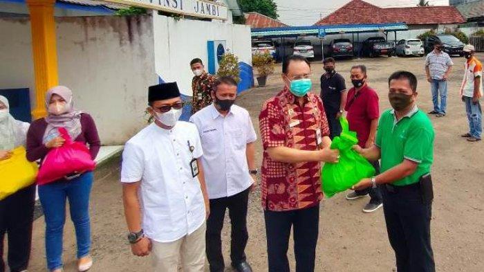 Dishub Provinsi Jambi Salurkan Bantuan Untuk Para Sopir dan Kernek Terdampak Larangan Mudik