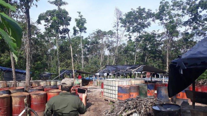 Ditinggal Pekerja, Ada Ratusan Drum di Tempat Pemasakan Minyak Ilegal Terbesar di Desa Bungku