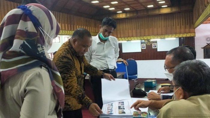 Persoalan Jalan Perusahaan di Muko-muko, Djendri Djusman Bawa Buntelan Dokumen kepada Dewan