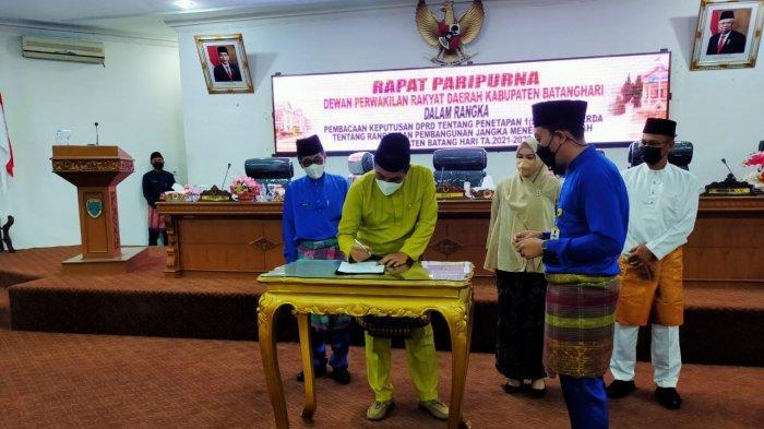 Ranperda RPJMD 2021-2026 Disetujui, Bupati Batanghari Berharap Bisa Bawa Perubahan