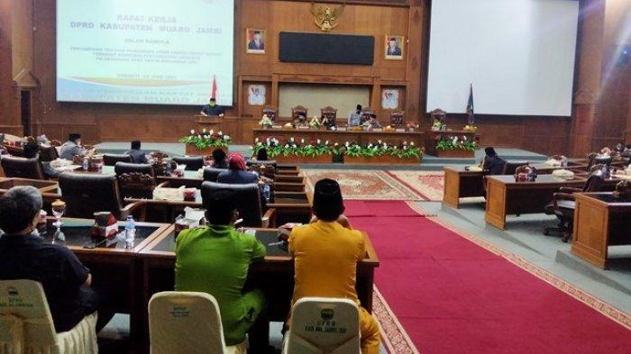 Anggota DPRD Muarojambi Soroti Para Kepala Dinas Hadir Rapat Paripurna Saat Ada Bupati Saja