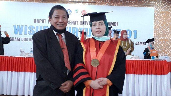 Profil Dr. Hj. Puti Oryzawati, SH. MH Pada Wisuda ke-91 Universitas Jambi