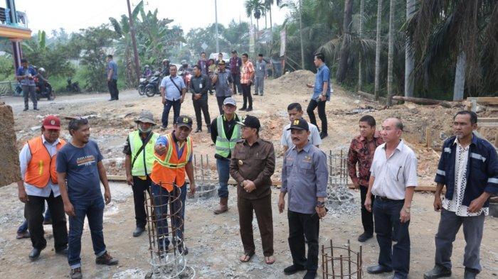 Gubernur Jambi dan Rombongan Tinjau Pembangunan Jembatan Sugeng Tanjung Jabung Barat