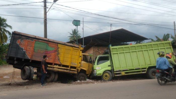 Kecelakaan di Kota Jambi, Dua Truk Batu Bara 'Adu Banteng' Saat Antre Solar di Tanjung Lumut