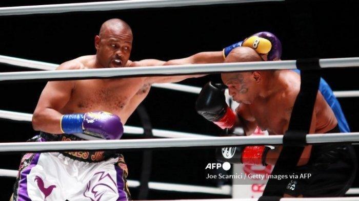 Double Left Hook Tyson Kena Telak Badan Roy, Simak Hasil Akhir Tinju Mike Tyson vs Roy Jones Jr