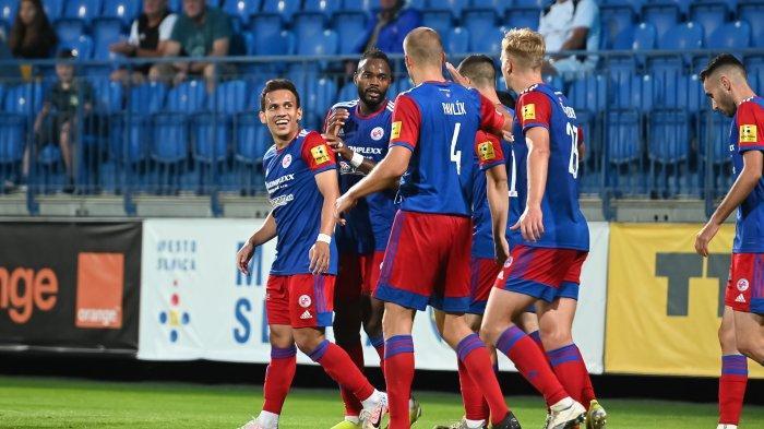 Egy Maulana Vikri bersama rekan-rekannya di FK Senica dalam laga lanjutan di Liga Slovakia