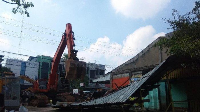 Eksekusi Bangunan, Ekskavator Ratakan 9 Bangunan Bermasalah di Lebak Bandung, Kecamatan Jelutung