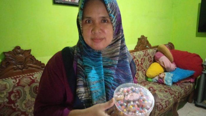 Jelang Idul Fitri, Penjual Kue Kering Musiman di Jambi Banjir Orderan, 20 Kg Kue Kering Emi Ludes