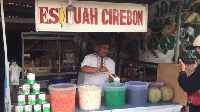 Nikmatnya Berbuka Puasa Minum Es Buah Cirebon di Muara Bulian Buatan Alan, Patut Anda Coba
