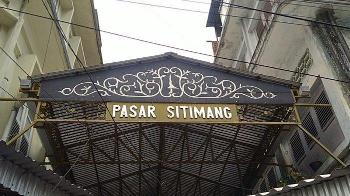Pasar Sitimang Kota Jambi merupakan surga bagi pencari hiasan keramik. Pasar ini sudah ada sejak 1970.