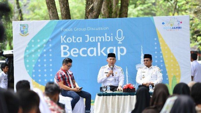 Perdana, Humas Pemkot Jambi Gelar Diskusi Konsep Outdoor di Taman Remaja, Walikota Jadi Narasumber