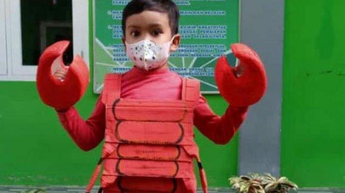 TK Islam Darul Arifin Jambi mengadakan kegiatan fashion show dengan kostum berbahan daur ulang.