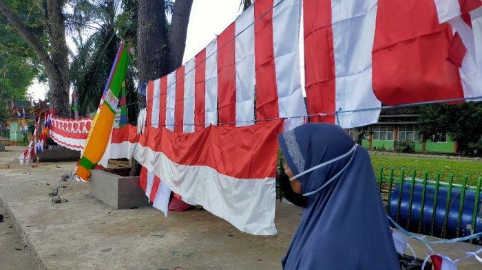 Dilema Penjual Bendera di Batanghari Saat Pandemi, PPKM hingga Harga yang Naik