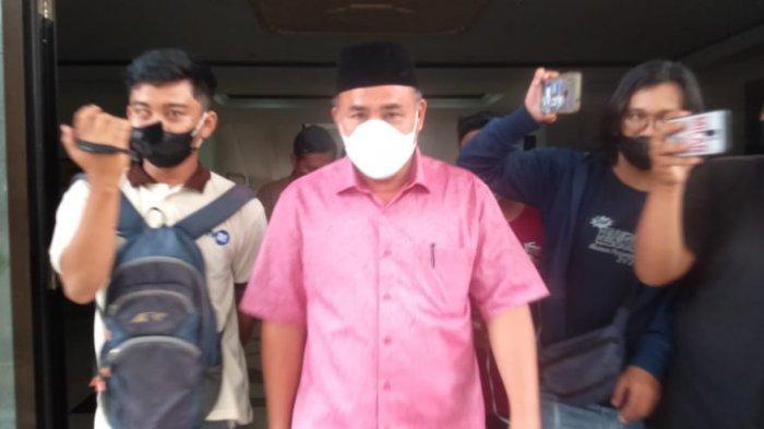 Diperiksa KPK, Wakil Bupati Sarolangun Tiba di Polda Jambi