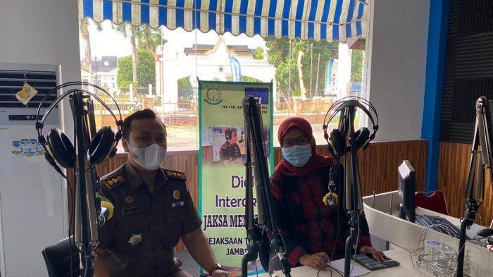 Program dialog interaktif Jaksa Menyapa kembali disiarkan melalui RII Jambi channel 88,5 MHz Kamis (21/1) pukul 15.00-16.00 WIB.