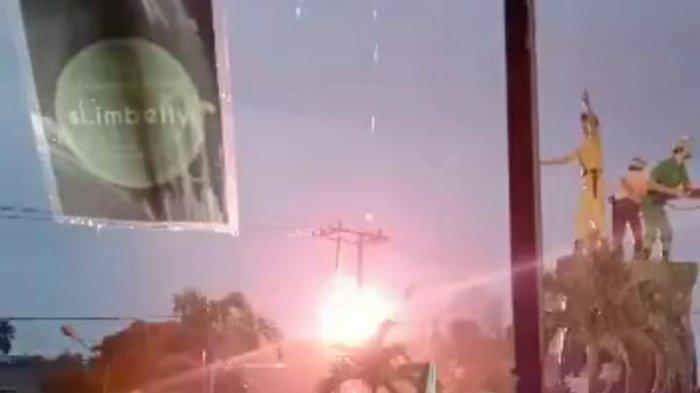 Gardu PLN Tugu Juang Sengeti Meledak, Hingga Keluarkan Percikan Api Cukup Besar dan Hebohkan Warga