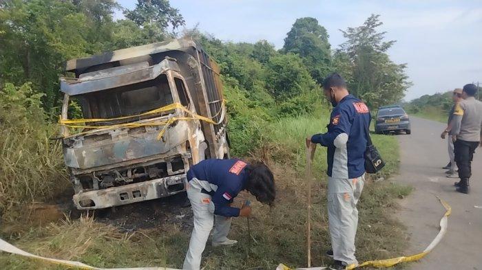 Sebuah Truk Batu Bara Terbakar di Olak Kemang Kota Jambi, Polisi Lakukan Penyelidikan
