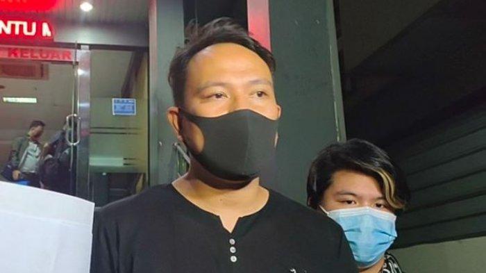 Vicky Prasetyo melaporkan akun Lambe Turah ke Polisi dan Vivi Paris