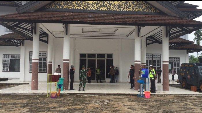 Gedung Pemuda Batanghari Dijagat Ketat Anggota TNI dan Polri, Kawal Pleno Hasil Pikada dan Pilgub