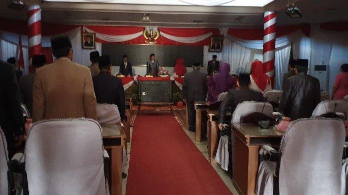 Gelap, Listrik Padam Saat Paripurna Mendengarkan Pidato Kenegaraan Presiden RI di DPRD Batanghari