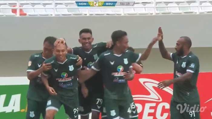 Pemain PSMS Medan saat merayakan gol ke gawang Babel United yang dicetak Rachmad Hidayat di babak kedua