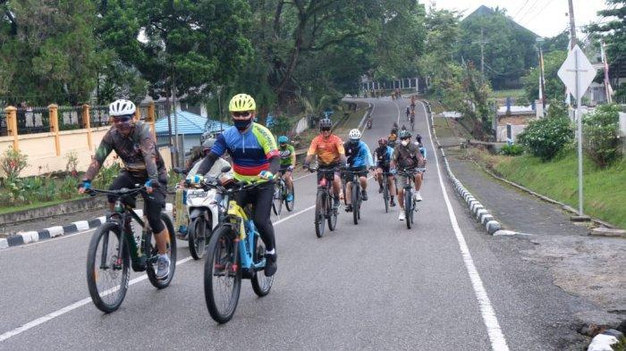 kapolda dan danrem melaksanakan Gowes sinergitas TNI Polri dengan menyusuri jalanan Kota Jambi