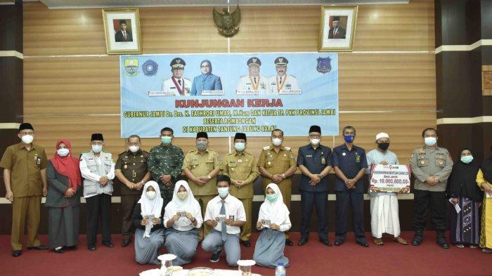 Bupati Tanjab Barat Apresiasi Gubernur Jambi Fachrori Umar Atas Pembangunan Jalan Teluk Nilau