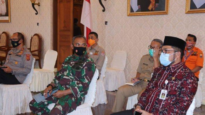 Gubernur Jambi Dr.Drs.H.Fachrori Umar, M.Hum menegaskan komitmen pemerintah Provinsi Jambi dalam menanggulangi kebakaran hutan dan lahan (Karhutla) di Provinsi Jambi.