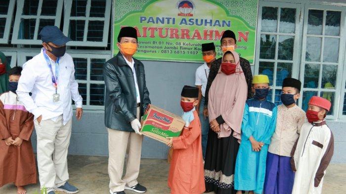 Gubernur Salurkan Bantuan untuk Anak Yatim di Panti Asuhan Baiturahman