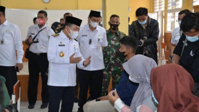 Lihat Anak SMA Ikut Vaksin Covid-19 Gubernur Jambi Al Haris Harapkan Kekebalan Tubuh Terbentuk